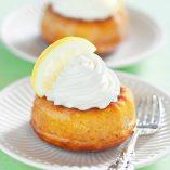 Savarin-de-bizcocho-con-nata-y-limón