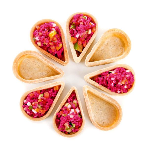 Conjunto de tartaletas gota de pasta brisa formando una flor Destilerias Wifredo Rizo