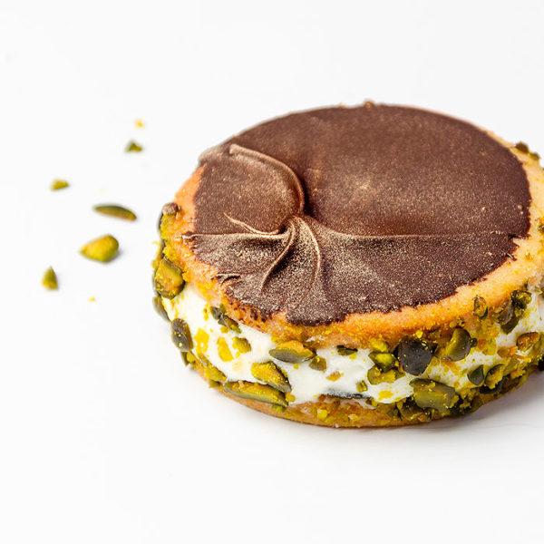 Base redonda de pasta brisa de crema pistacho y chocolate